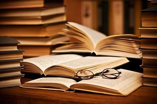 """Ý nghĩa câu nói: """"Đọc một cuốn sách hay cũng như trò chuyện với một người bạn thông minh"""""""