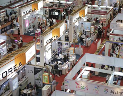 Giao dịch tại hội chợ, triển lãm thương mại quốc tế