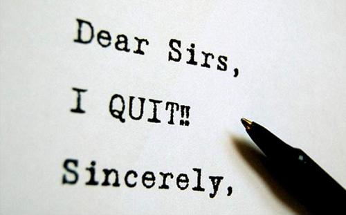 Viết đơn xin nghỉ việc do giận dỗi, nên hay không nên?