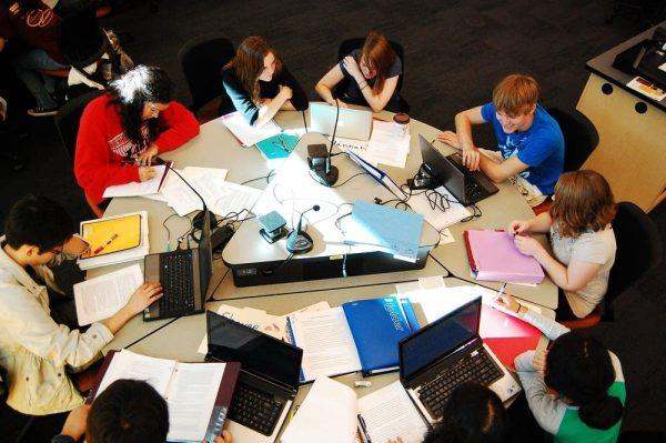 Sinh viên cần chủ động trong mọi việc